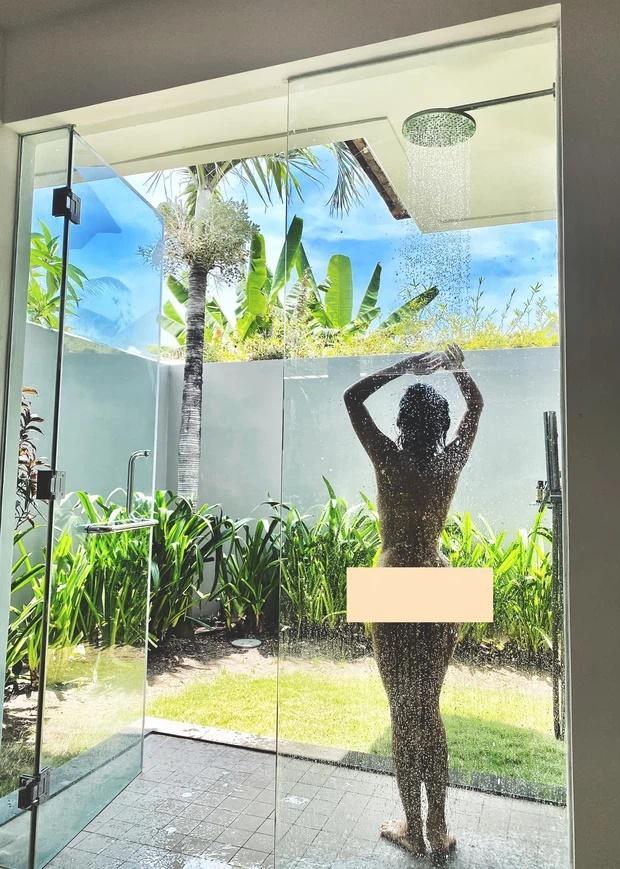 Nữ ca sĩ Việt khoe ảnh nude 100% tắm tiên khiến cả dàn sao Vbiz xôn xao-1