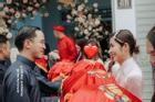 Louis Nguyễn - Tăng Thanh Hà gây sốt với ảnh trao nhận sính lễ