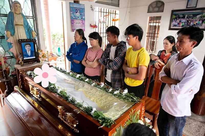 Xót xa tang lễ nam sinh Nghệ An tử vong sau khi cứu 4 cô gái tắm biển ở Huế-1