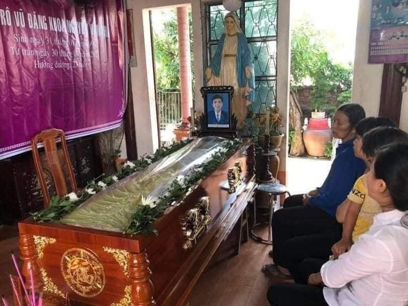 Xót xa tang lễ nam sinh Nghệ An tử vong sau khi cứu 4 cô gái tắm biển ở Huế-2