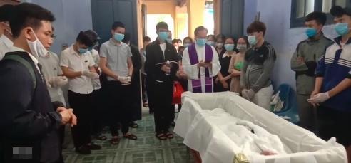 Xót xa tang lễ nam sinh Nghệ An tử vong sau khi cứu 4 cô gái tắm biển ở Huế-4