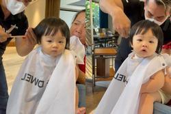 Nét mặt cực 'kute' của con gái Cường Đô La khi cắt tóc tại gia