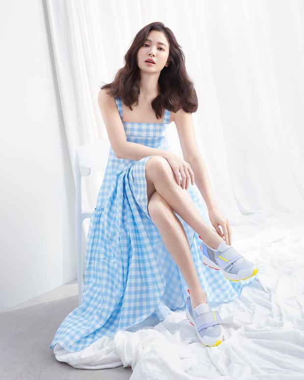 Song Hye Kyo và loạt pha diện đồ 2 dây khoe vòng 1 trễ nải-9