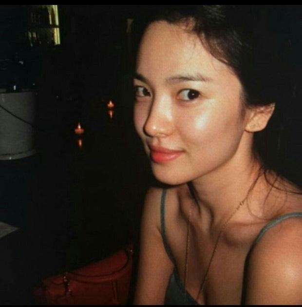 Song Hye Kyo và loạt pha diện đồ 2 dây khoe vòng 1 trễ nải-2