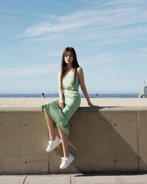 Song Hye Kyo và loạt pha diện đồ 2 dây khoe vòng 1 trễ nải-3