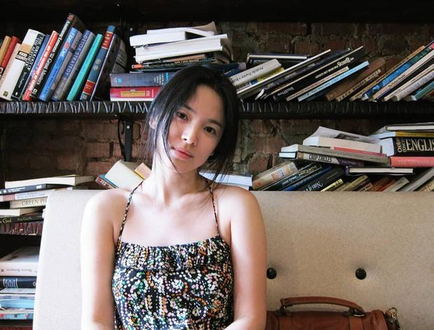 Song Hye Kyo và loạt pha diện đồ 2 dây khoe vòng 1 trễ nải-8
