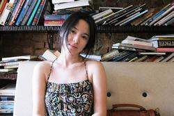 Song Hye Kyo và loạt pha diện đồ 2 dây khoe vòng 1 trễ nải