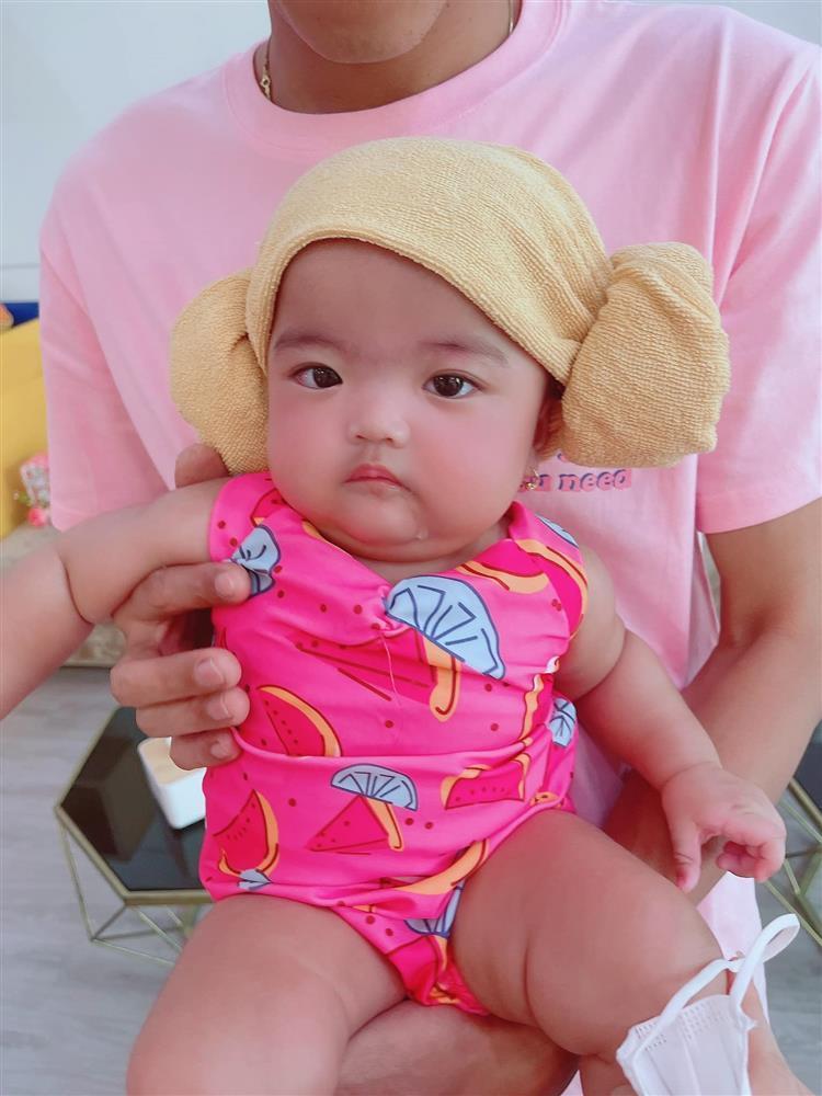 Bị mẹ phạt, con gái Mạc Văn Khoa gây cười với gương mặt ngây thơ vô số tội-4