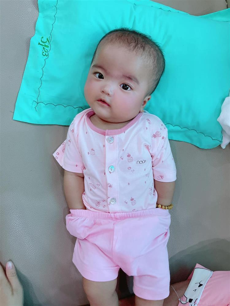 Bị mẹ phạt, con gái Mạc Văn Khoa gây cười với gương mặt ngây thơ vô số tội-3