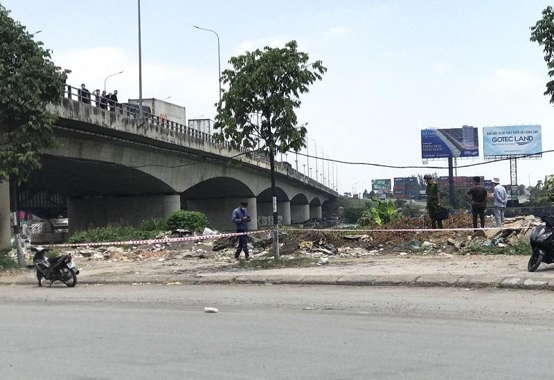 Thi thể người đàn ông cháy đen ở bãi rác dưới chân cầu Đồng Nai-1