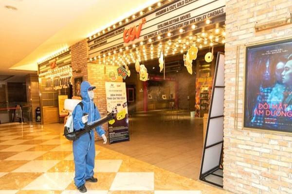 Hà Nội yêu cầu đóng cửa các cơ sở massage, rạp chiếu phim từ 0h ngày 5/5-1