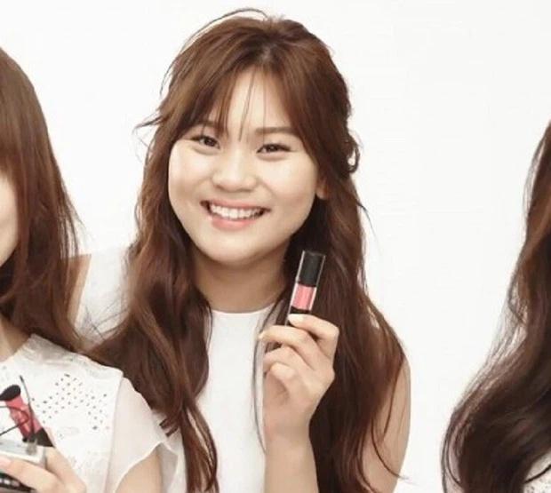 Nữ idol xấu nhất lịch sử Kpop thăng hạng ngoạn mục chỉ nhờ... đổi dáng lông mày-2