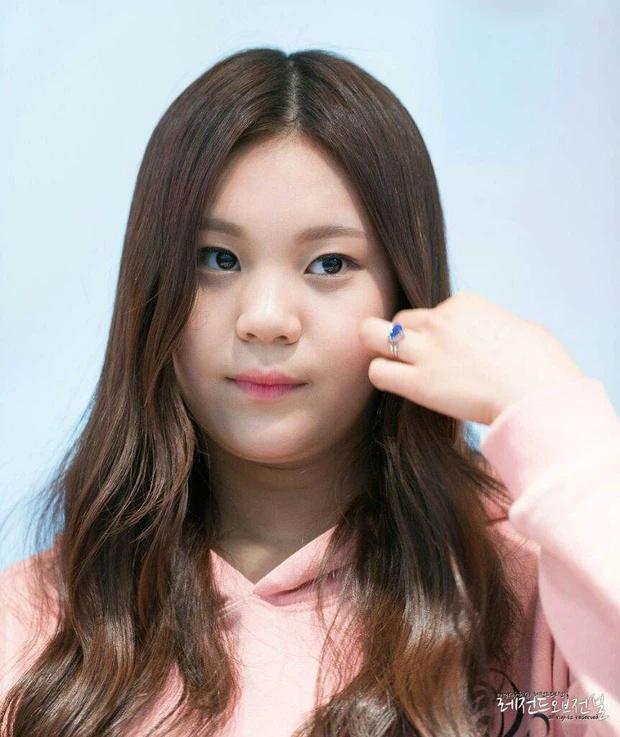 Nữ idol xấu nhất lịch sử Kpop thăng hạng ngoạn mục chỉ nhờ... đổi dáng lông mày-3