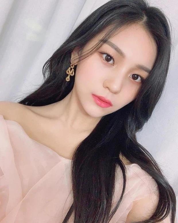 Nữ idol xấu nhất lịch sử Kpop thăng hạng ngoạn mục chỉ nhờ... đổi dáng lông mày-4