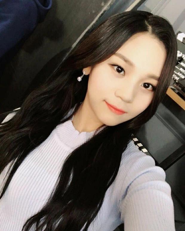 Nữ idol xấu nhất lịch sử Kpop thăng hạng ngoạn mục chỉ nhờ... đổi dáng lông mày-5