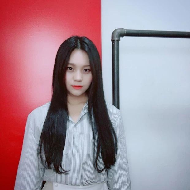Nữ idol xấu nhất lịch sử Kpop thăng hạng ngoạn mục chỉ nhờ... đổi dáng lông mày-6