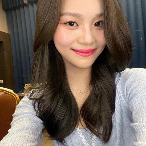 Nữ idol xấu nhất lịch sử Kpop thăng hạng ngoạn mục chỉ nhờ... đổi dáng lông mày-8