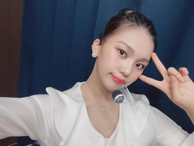 Nữ idol xấu nhất lịch sử Kpop thăng hạng ngoạn mục chỉ nhờ... đổi dáng lông mày-9