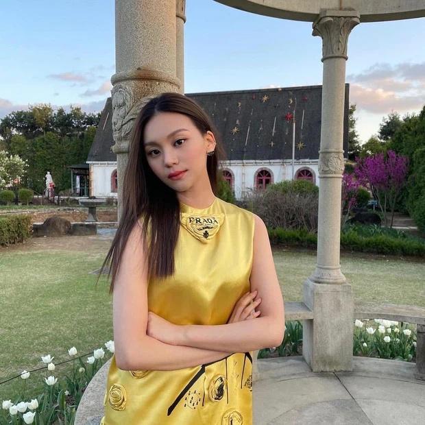 Nữ idol xấu nhất lịch sử Kpop thăng hạng ngoạn mục chỉ nhờ... đổi dáng lông mày-11