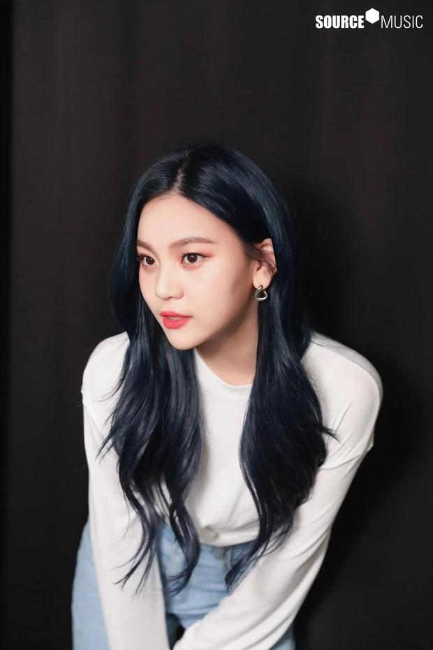 Nữ idol xấu nhất lịch sử Kpop thăng hạng ngoạn mục chỉ nhờ... đổi dáng lông mày-12