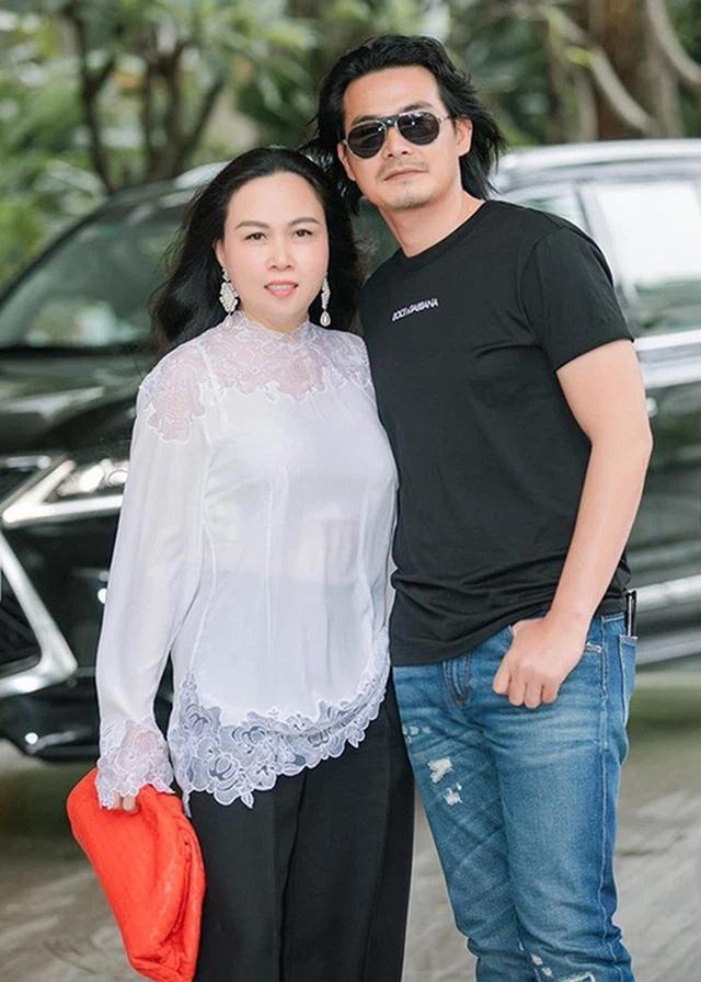Quách Ngọc Ngoan giữ nguyên mặt Phượng Chanel trên ngực sau ly hôn-5