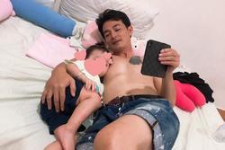Quách Ngọc Ngoan giữ nguyên mặt Phượng Chanel trên ngực sau ly hôn