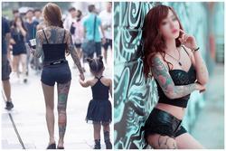 Bà mẹ trẻ diện đồ kiệm vải khoe hình xăm 70% cơ thể gây nhức nhối