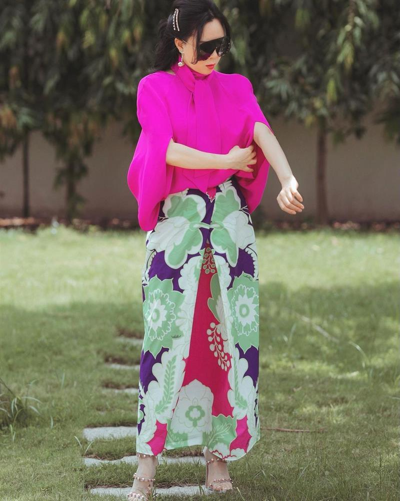 Phượng Chanel diện hàng hiệu chào hè mà giống khoác combo chống nắng-2