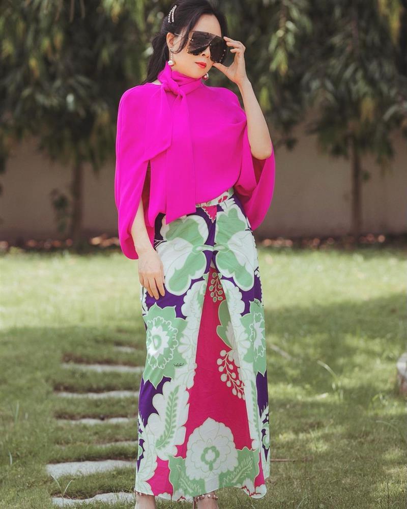 Phượng Chanel diện hàng hiệu chào hè mà giống khoác combo chống nắng-3