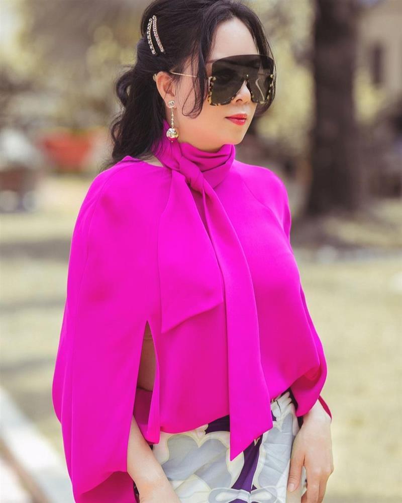 Phượng Chanel diện hàng hiệu chào hè mà giống khoác combo chống nắng-6