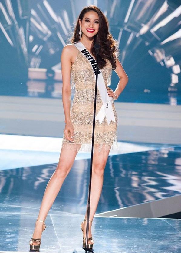Trang phục mở màn của thí sinh Miss Universe bị chê như đầm rót bia rẻ tiền-16