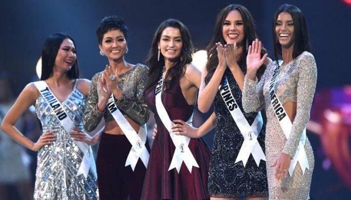 Trang phục mở màn của thí sinh Miss Universe bị chê như đầm rót bia rẻ tiền-17