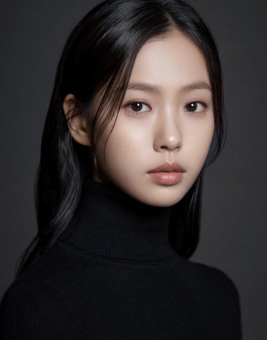 Người đẹp Hàn bị chỉ trích vì đeo khẩu trang quá khổ-5