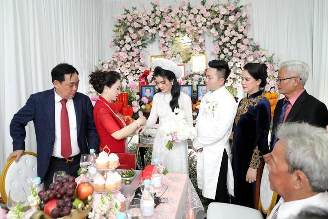 Ông Dũng Lò Vôi tổ chức lễ đính hôn cho con trai riêng bà Phương Hằng-4