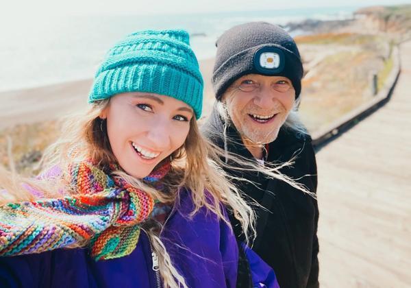 Cô gái 28 tuổi hẹn hò với bạn trai 76 tuổi, bị nhầm cô là y tá riêng chăm sóc ông lão-6