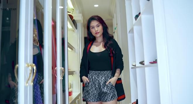 Ái nữ đại gia thủy sản bị stylist riêng cà khịa vụ mua quần đùi 47 triệu-8