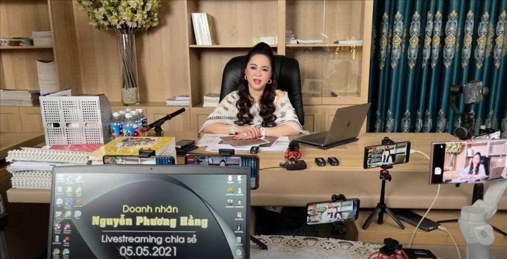 Vì sao vợ ông Dũng Lò Vôi tốn thời gian livestream, chỉ mặt nhiều nghệ sĩ?-1