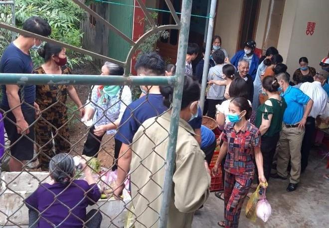 Hàng xóm giải cứu 150 mâm cỗ cho đôi vợ chồng hoãn cưới vì dịch-2