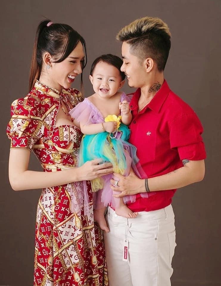 Người đàn ông mang thai hạnh phúc bên vợ cũ như chưa hề chia ly-3