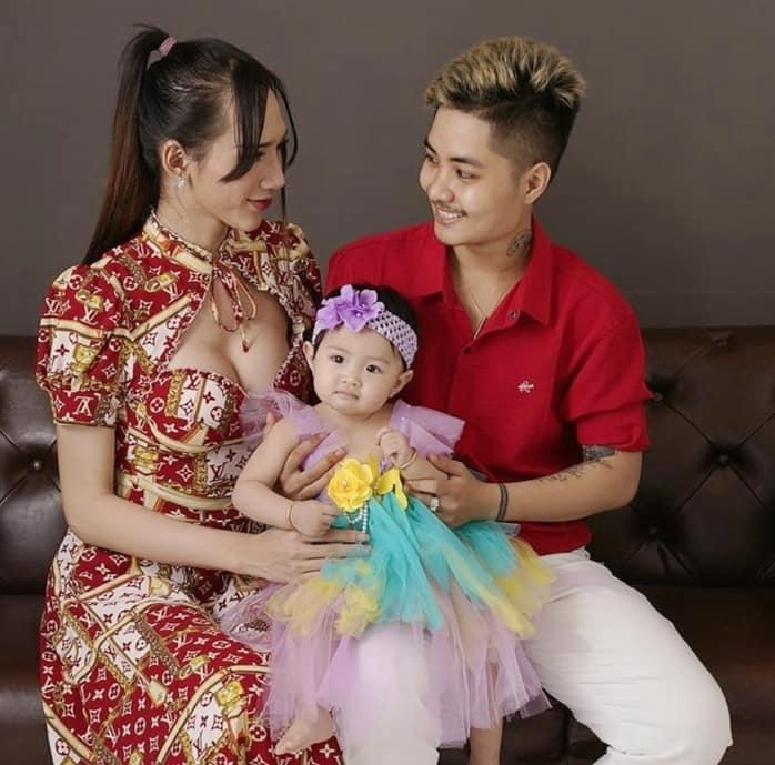 Người đàn ông mang thai hạnh phúc bên vợ cũ như chưa hề chia ly-2