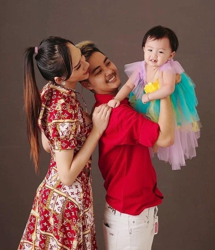 Người đàn ông mang thai hạnh phúc bên vợ cũ như chưa hề chia ly-4