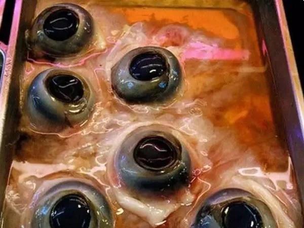 Món ăn siêu kinh dị của người Thái khiến dân mạng sốc nặng vì không tin có thể ăn được-5