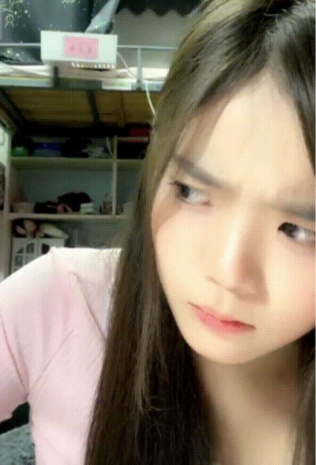 Đang livestream, nữ idol nhăn nhó rồi bất ngờ... hộc máu miệng trước sự bàng hoàng của netizen-1