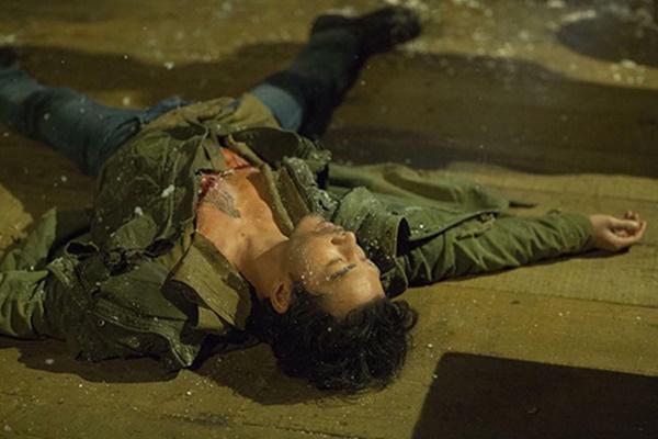 Diễn viên Việt đóng cảnh mạo hiểm, tơi tả bầm dập vẫn không cần thế vai-2