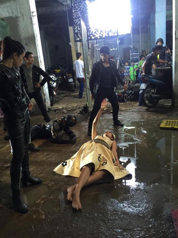Diễn viên Việt đóng cảnh mạo hiểm, tơi tả bầm dập vẫn không cần thế vai-8