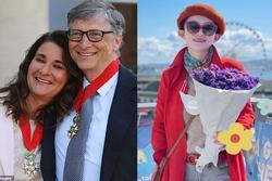 Rộ tin Bill Gates 'cặp' tiếp viên hàng không xinh đẹp, vợ bất lực đòi ly hôn