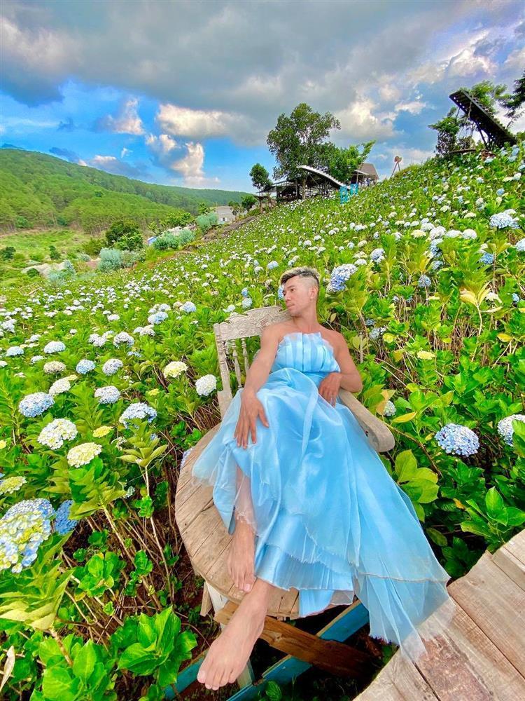 Mặc váy ở vườn hoa Đà Lạt, Lương Bằng Quang bị chỉ trích lố lăng-3