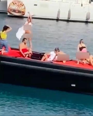 6 người mẫu bị bắt vì khỏa thân trên thuyền ở Thổ Nhĩ Kỳ-1