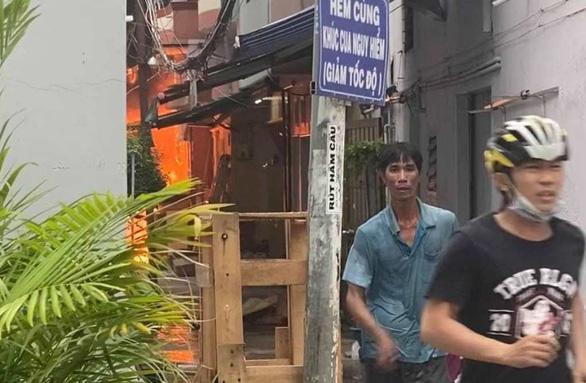 Cháy lớn nhà dân ở TP.HCM, 7 người chết-1