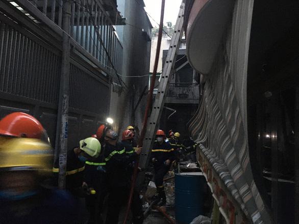 Cháy lớn nhà dân ở TP.HCM, 7 người chết-3